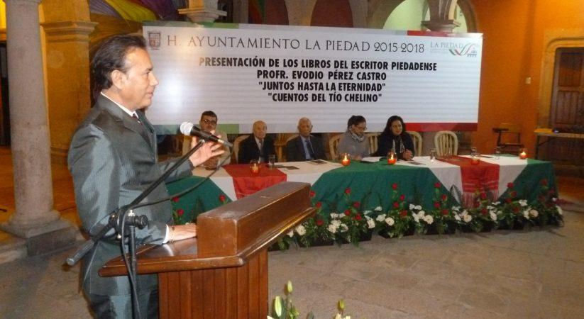 """Presentan Libros """"Juntos… Hasta la Eternidad y Cuentos# del Tío Chelino"""""""