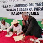 Firma de Escrituras en la Reunión del Consejo Distrital Agropecuario