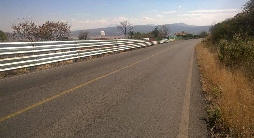 Construcción de Cerco y Muro de Contención Carretera Penjamillo – Zináparo