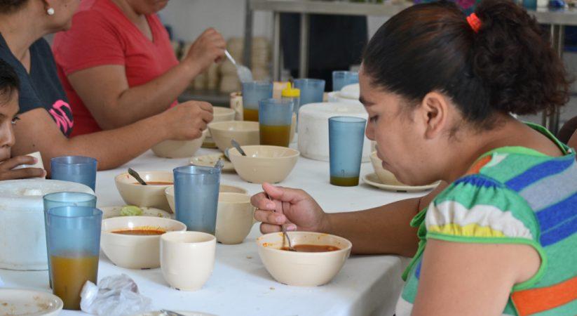 COMEDORES POPULARES DAN DESAYUNO Y COMIDA EN LOS LAURELES Y COLONIA MÉXICO