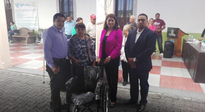 ENTREGA ALCALDE DE NUMARAN 100 SILLAS DE RUEDAS Y ANDADERAS