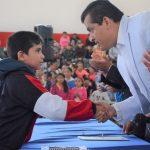 ENTREGA ALEX ESPINOZA CREDENCIALES A BECADOS MUNICIPALES