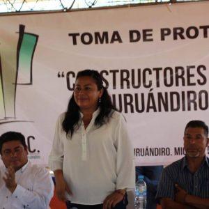 "ASISTE BELINDA ITURBIDE A TOMA DE PROTESTA DE ""CONSTRUCTORES UNIDOS DE PURUANDIRO A.C."""