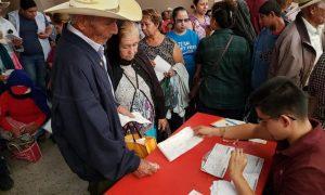 SE ENTREGO EL APOYO DE PENSION A LOS ADULTOS MAYORES EN ECUANDUREO